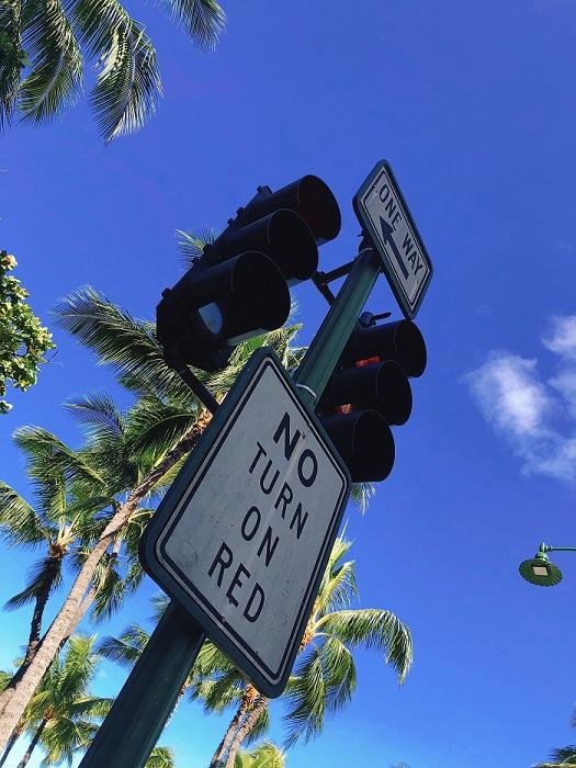 ハワイ 道路標識