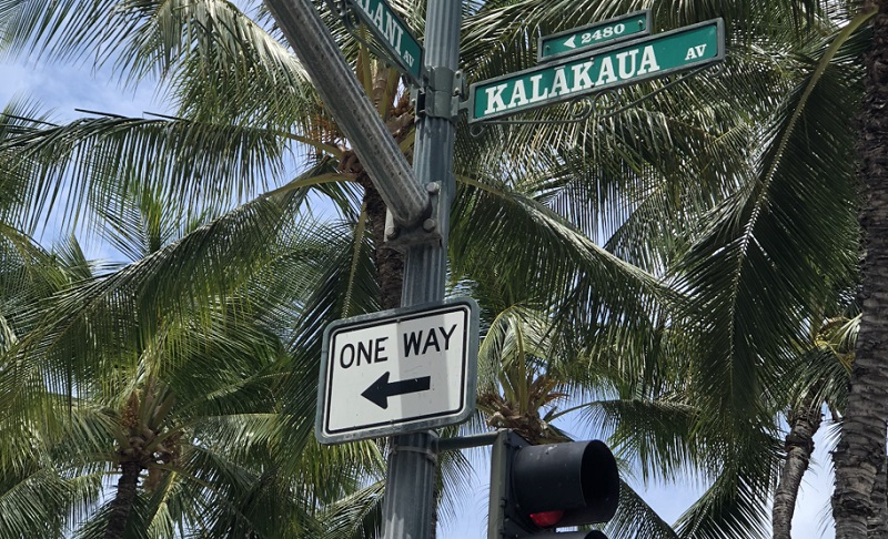 ハワイの道路標識「one way」